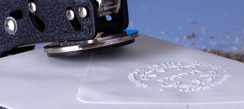 Pinces à gaufrer: donnez du cachet à vos papiers